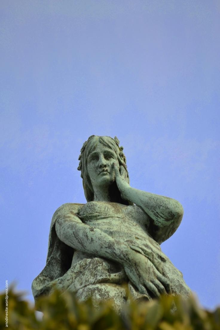 statue33